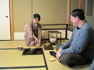 A foreign guest is entertained at Tea Ceremony