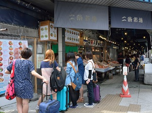 Tourists in front of a restaurant in Nijo Market