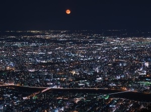 The moon and night view from Mt.Moiwa
