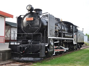 Preserved steam locomotive at Aikoku station