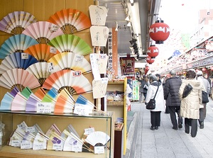 Souvenir shops in Nakamise
