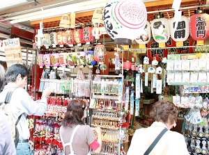 Souvenir shop in Nakamise