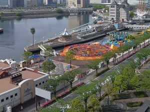 Yokohama Cosmo World by waterway