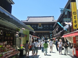Nakamise and Main gate of Kawasaki Daishi