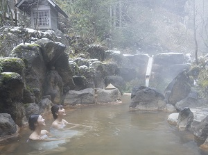 Outdoor bath in Nigorigo Onsen