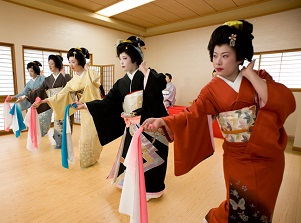 Geisha show in Traditional Performing Art House