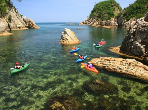Sea kayaking in Uradome Coast